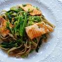 レシピ画像:サーモンとほうれん草のゆず胡椒そばタリアテッレ