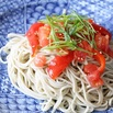 商品画像:トマトと焼きパプリカのそばサラダ