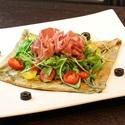 レシピ画像:バジルトマトサラダ仕立てのガレット