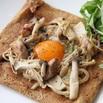 レシピ画像:ガレット 〜鶏ときのこのバターソテー添え〜