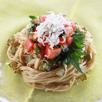 レシピ画像:トマトとしその冷製そばパスタ