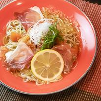 レシピ画像:完熟トマトのレモンマリネそば