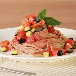 レシピ画像:信州サーモンと夏野菜の冷製そばパスタ