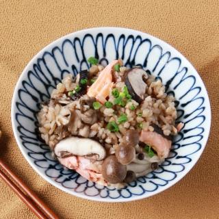 レシピ画像:きのこと鮭のそばの実炊込みごはん