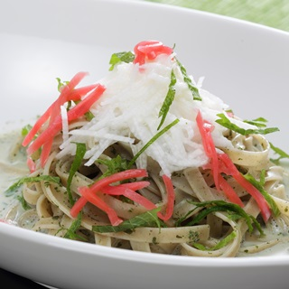 レシピ画像:和ハーブのクリームソースそばパスタ(長いも入り)
