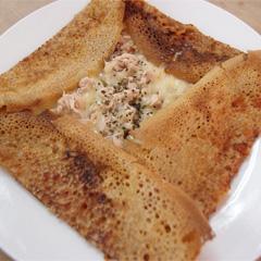 レシピ画像:ツナと玉ねぎのピザ風ガレット
